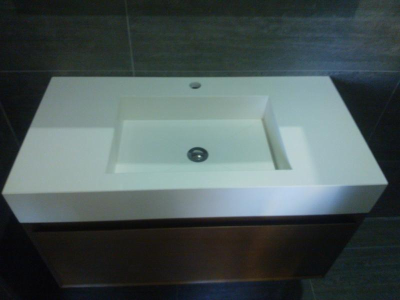 lavabo integrado de 50 x 30 x 12 cms y canto faldon de 12 cms